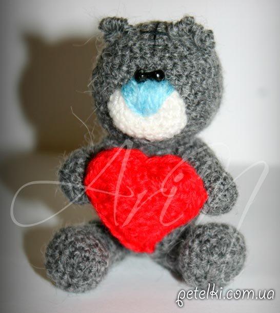 Мишка Тедди с сердцем крючком на заказ