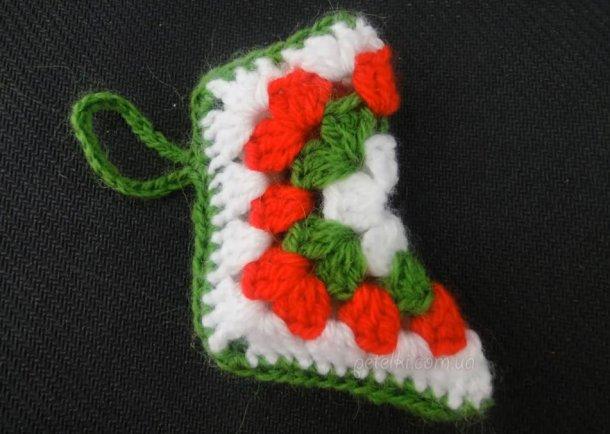 Вязаный рождественский сапожок крючком. Мастеркласс на видео