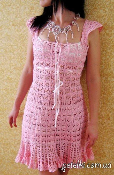 Розовое платье крючком. Схемы вязания