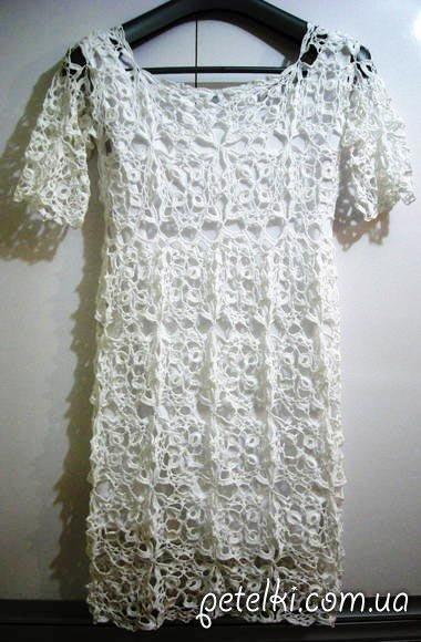 белое платье из квадратных мотивов схемы